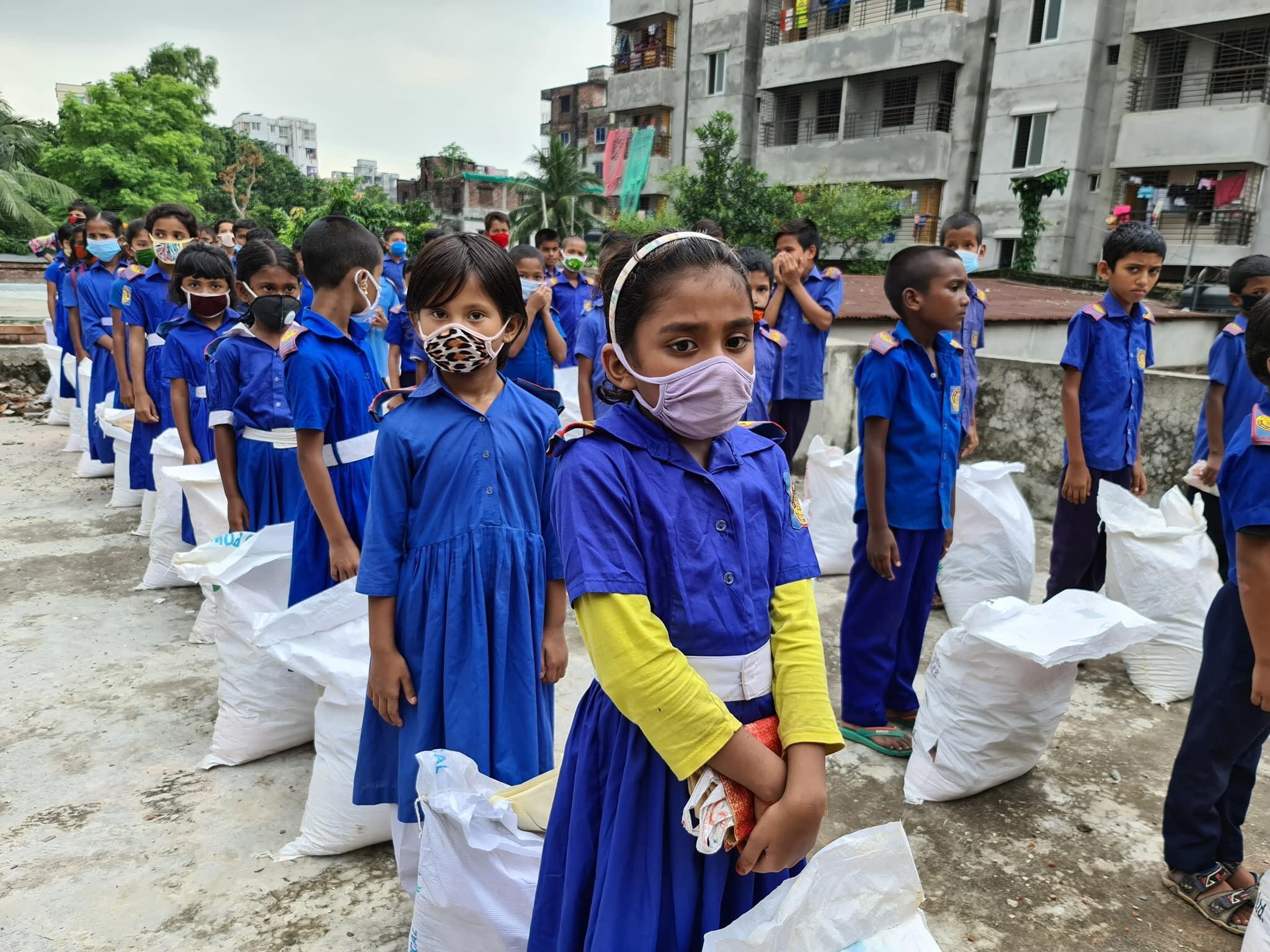 Azdani: Children receiving food